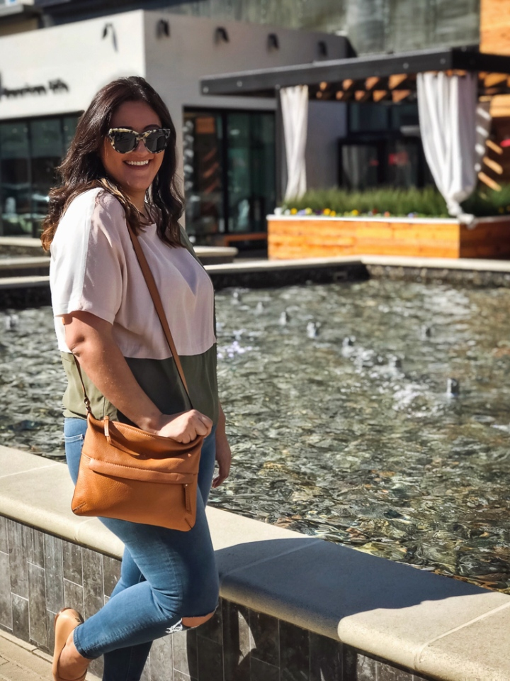 topshop color block top, topshop ripped knees jamie jeans and neutral kate spade sidebody and H&M tortoise sunglasses